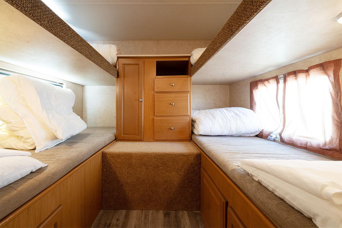 寝室(2段ベッド)